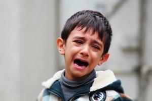 ילד בוכה- כאבי גדילה-כאבי צמיחה