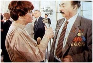 עיתונאית מראיינת את איליזרוב